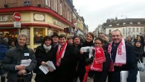En action avec les militants socialiste sur le marché de Wazemmes pour les élections régionales
